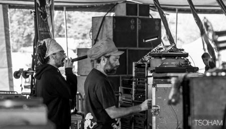 Blackboard Jungle (Nico et MC Oliva) a commencé à jouer dès le début de l'après-midi.