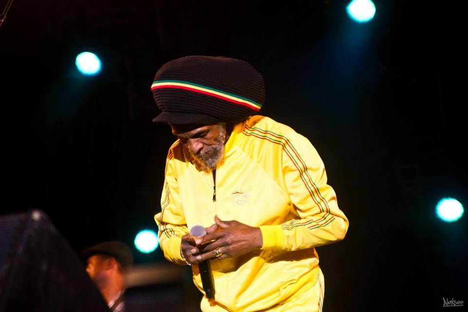 Jah Shaka, toujours aussi mysthique, a offert une belle mais courte prestation en live!