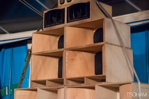 Les superbes stacks d'Equal Brothers sonorisent la Sound Meeting Arena avec ceux d'OBF.