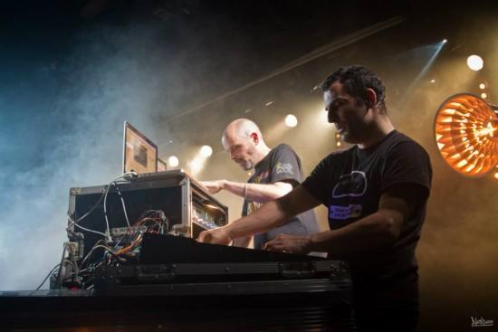 Steve Vibronics et Martin Nathan de Brain Damage: une complicité artistique unique! Photo : Alex See.
