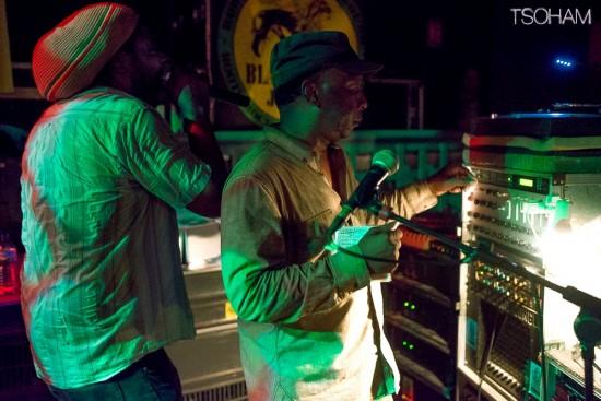Jimmy Ranks, physiquement et vocalement massif, au micro, pour Word, Sound & Power!