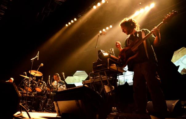 High Tone (Fabasstone et Dino à la batterie) en concert à La Paloma de Nîmes en mars dernier. Crédit photo : Camille Desmé.