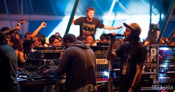 Stand High en sound system, le 4 juillet dernier, lors du Dub Camp festival. Photo : Tom Tsoham pour M.E.