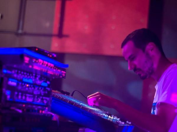 Natty Bass en live pour défendre le projet Roots Raid au Temps Machine de Tours, en septembre dernier. Crédit photo : Carmen Mo