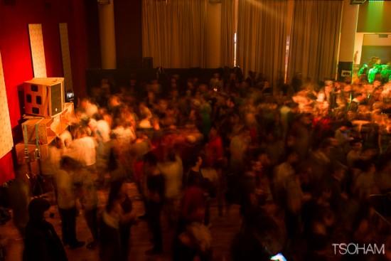 Beaucoup de monde aussi dans le hall de Mungo's lorsque les Ecossais prennent le relais de Tour de Force à la même heure (00h30). C'est la folie partout!