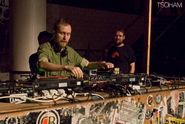 Le producteur Radikal Guru a réussi à maintenir la pression et le rythme après le passage de Mungo's! Respect.