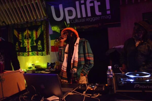 Le vétéran Dub Judah, chanteur, producteur, musicien, selecta...