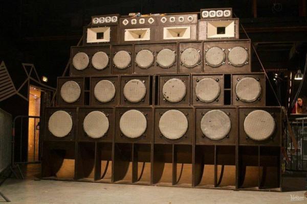 Les six scoops du sound system des Welder's pour sonoriser la session.