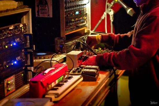 Chazbo, musicien et dub maker, a toujours une main sur la sirène!