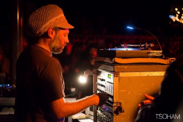 Nico (Blackboard Jungle), concentré à la sélection. Une image désormais classique des Dub Station!