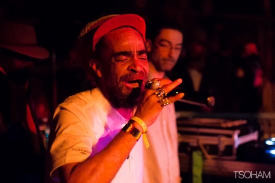 Le MC anglais Brother Culture, qui fêtait ses 50 ans, était particulièrement énergique! Ici, avec MC Oliva de Blackboard Jungle.
