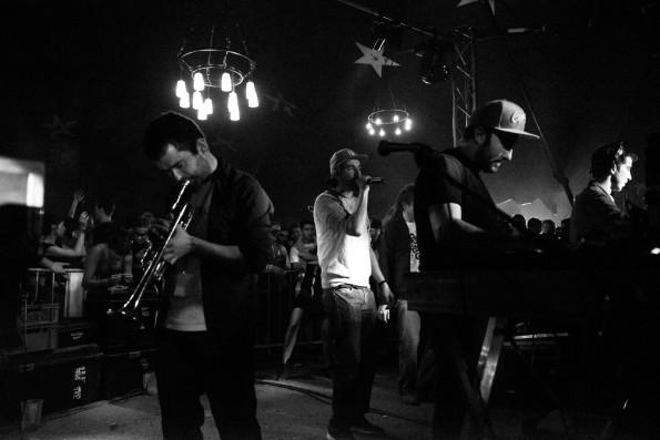 De gauche à droite, Merry, Pupajim, Mc Guyver et Rootystep en live lors du dernier Bout'40 festival. Photo: Photofabrik.