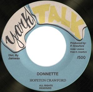 Le disque réédité reprend le macaron de l'original.