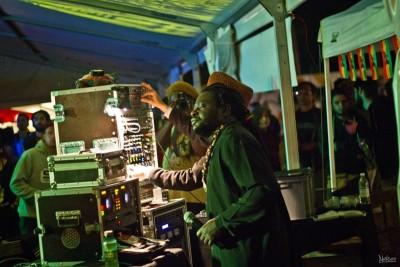 Le chanteur African Simba sur une sélection de Dan-I.