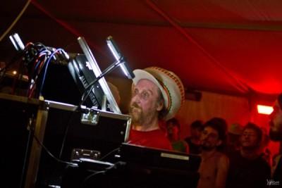 Bredda Neil toujours au contrôle de KIng Shiloh sound system.