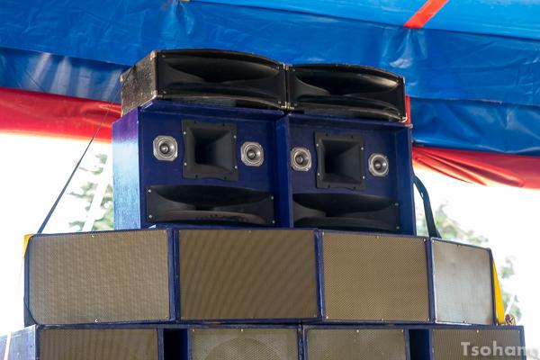 Il est rare de d'entendre le sound system de Stand High Patrol. Ce dernier a bien progressé en matière de restitution sonore.