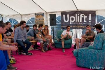 Rencontres entre artistes et public à l'Uplift Corner : ici l'Anglais Paul Axis.