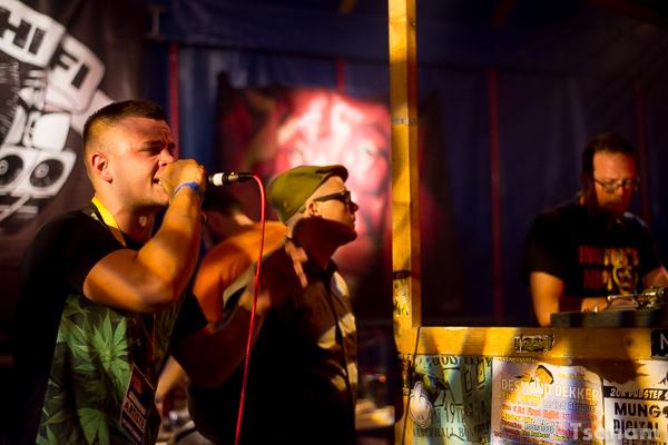 Les chanteurs Charlie P et YT en soutien de Mungo's Hi-Fi.