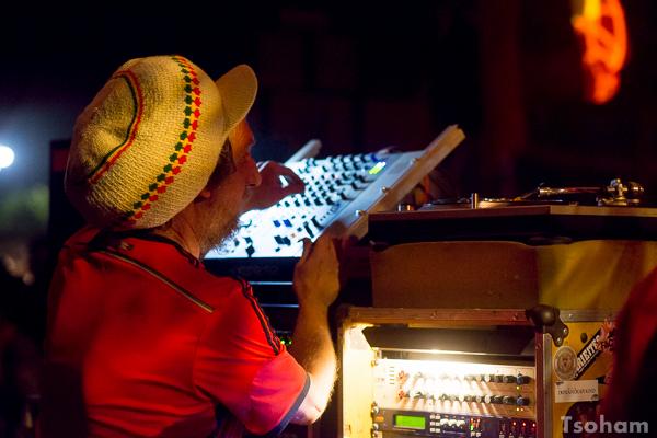 L'inoxydable Bredda Neil au contrôle du sound d'Amsterdam!
