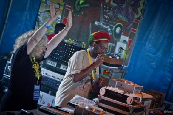 Dans le Dub Club et sur la sono à tubes de Chalice sound system, Alpha & Omega avec Christine Woodbridge et Jonah Dan!