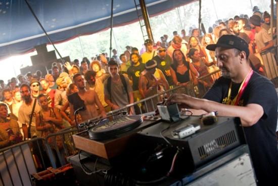 Le producteur catalan Raggatack a passé des tunes cent pour cent digitales.