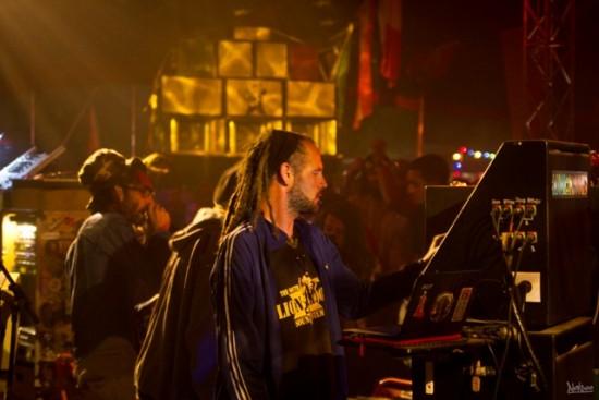 Dans le Sound Meeting Arena, Lion Roots et Ras Mykha sont au contrôle!