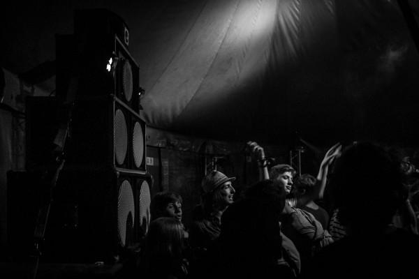 Les sessions sont sonorisées par deux stacks du Untitled sound system complété par deux scoops du Islanders sound. Deux crews de Belle-Ile.