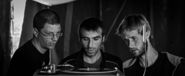 """Le Untitled sound system au contrôle avec Eric """"Kürün"""", venu de Vannes. Il fera souvent l'opérateur."""