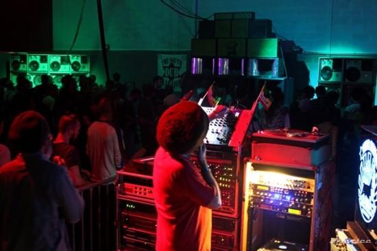 Le selecteur/opérateur prend le contrôle de la danse et ça fait mal !