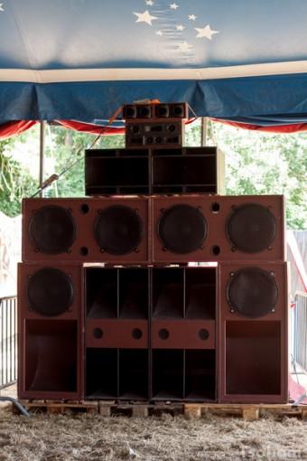 Un stack du Chalice sound system.