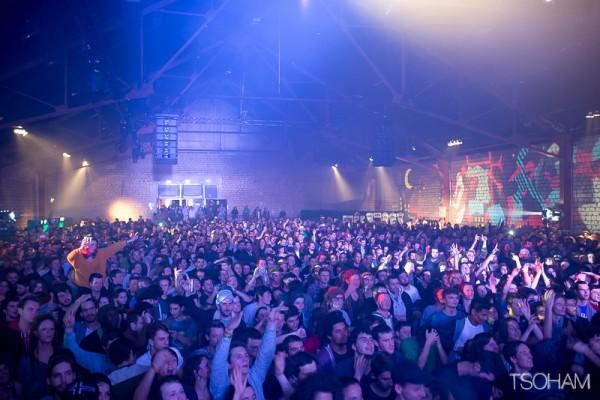 Le hall est rempli à ras bord pendant le Panda Dub Live et le public ne tarde pas à entrer en fusion !