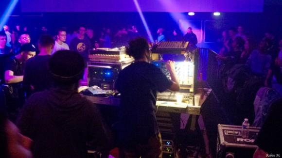 Les Provençaux Welders Hi-Fi, Albah et Jo, ont terminé la session, aux manettes de leur puissant sound system !