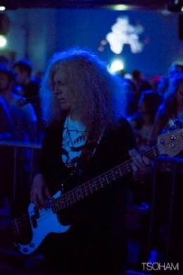 La légendaire basse de Christine Woodbrige, pionnière du dub UK avec Alpha & Omega...