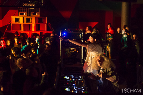 Le DJ et producteur Atili Bandalero aux platines.