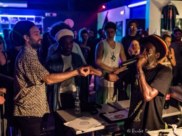 Roots Arna et Aba Shanti-I dans l'unité cette nuit-là.