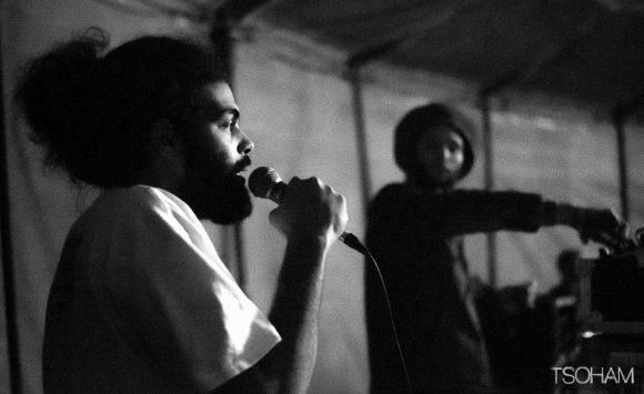 Comme souvent, c'est le chanteur Jacko qui accompagnait Roots Medidation au micro !