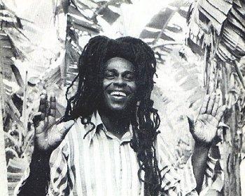Né à Kingston, Prince Alla a aujourd'hui 66 ans.