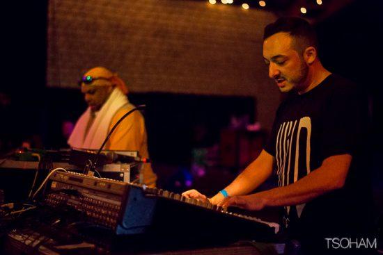 Rico et Mark Iration, chacun devant leur console pour la deuxième création inédite de la nuit.
