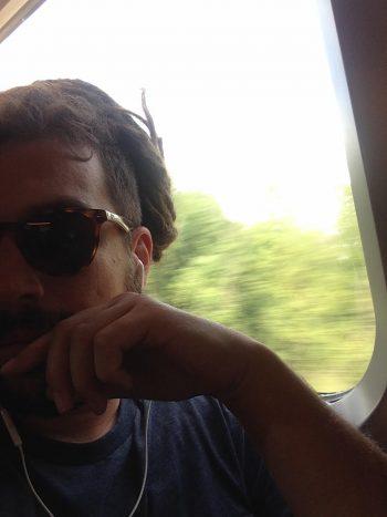 Sam K-Sänn dans le train, là où il a principalement composé ce dernier EP...