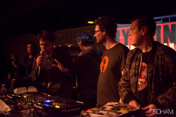 """Nyabin avec les deux producteurs Tom (Chouette Records) et Dougie """"Conscious""""."""