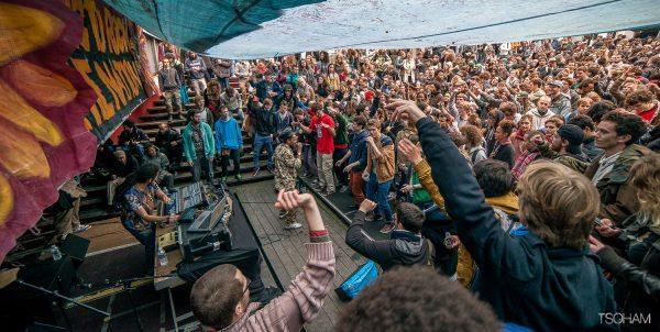 """Ackboo et Brother Culture sur la scène sound system du festival pour la 16e edition, il y a trois ans. Photo : Tom """"Tsoham"""", Musical Echoes."""