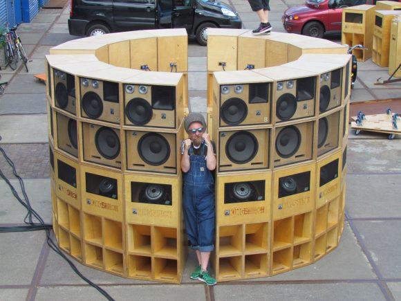 Entreposé dans les environs d'Amsterdam, le Sir Round Sound, n'a encore jamais été testé en session. Crédit Photo : Mati.
